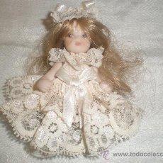 Muñecas Porcelana: PEQUENAS MUNECA DE PORCELANA. Lote 28786760