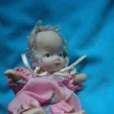 Muñecas Porcelana: BONITA MUÑECA DE PORCELANA PEQUEÑA, ARTICULADA. Lote 29237673