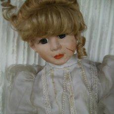 Muñecas Porcelana: MUÑECA DE PORCELANA AÑOS 60, MIDE 90CMS CON VESTIDO DE NOVIA. Lote 29669804