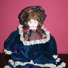 Muñecas Porcelana: MUÑECA DE PORCELANA CON CUERPO DE TELA TRAIDA DE ITALIA EN LOS AÑOS 70 - 51 CM. DE LARGO. Lote 29728819