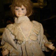 Muñecas Porcelana: ANTIGUA MUÑECA AUTÓMATA DE PORCELANA, 33 POR 15CM, VER VÍDEO. Lote 31992507