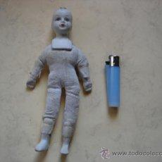 Muñecas Porcelana: MUÑECO DE TELA RELLENA Y PORCELANA . Lote 32887535