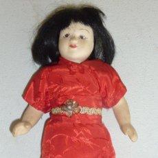Muñecas Porcelana: ANTIGUA MUÑECA DE TERRACOTA ORIENTAL, SIN MARCAS APARENTES, AÑOS 60. Lote 33642466