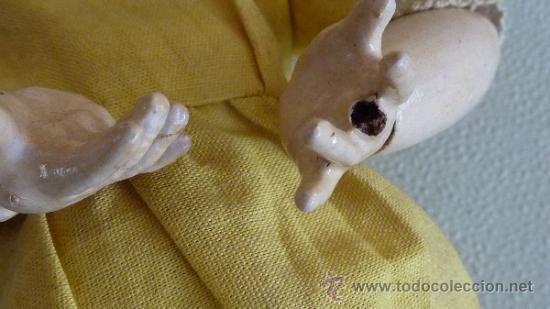 Muñecas Porcelana: Antigua muñeca de porcelana, con cuerpo de carton piedra, marcada en nuca - Foto 5 - 33630127