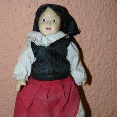 Muñecas Porcelana: ANTIGUA MUÑECA DE CERÁMICA . ASTURIANA. Lote 34199116
