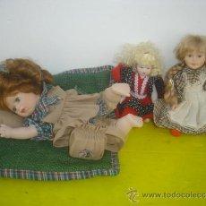 Muñecas Porcelana: 3 PQUEÑAS MUÑECAS DE PORCELANA MODERNAS. Lote 34271636