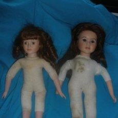 Muñecas Porcelana: DOS MUÑECAS DE PORCELANA,UNA DE ELLAS CON MARCA EN LA NUCA.. Lote 133306274