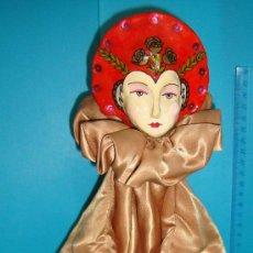 Muñecas Porcelana: MARIONETA DE MANO PORCELANA ESMALTADA SE MANTIENE EN PIE CON PEANA,. Lote 36099304
