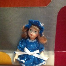 Muñecas Porcelana: MUÑECA SERIE KENSINGTON DE PORCELANA TAMAÑO PEQUEÑO. Lote 36433844