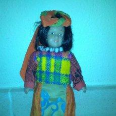 Muñecas Porcelana: MUÑECA DE PORCELANA RBA EDICIONES, MUY BIEN CONSERVADA. Lote 36768542