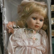 Muñecas Porcelana: MUÑECA DE PORCELANA EN SU CAJA REGAL ARTS. Lote 37548428
