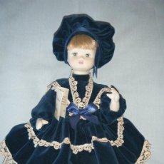 Muñecas Porcelana: MUÑECA ITALIANA COMPLETAMENTE EN PORCELANA BISCUIT AÑOS 90. Lote 38456923