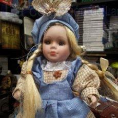 Muñecas Porcelana: MUÑECA PORCELANA CON PEANA. Lote 39014981