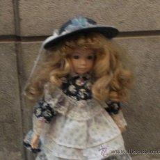 Muñecas Porcelana: ANTIGUA MUÑECA DE PORCELANA Y TELA . Lote 39061696