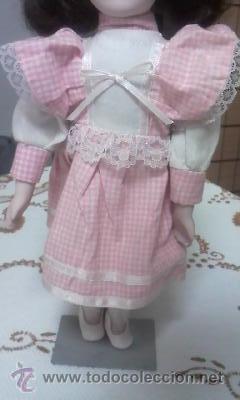 Muñecas Porcelana: Preciosa muñeca de porcelana,completa. Con soporte incluido. - Foto 3 - 39680439