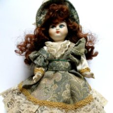 Muñecas Porcelana: ANTIGUA Y PRECIOSA MUÑECA DE FINA PORCELANA VENECIANA CON VESTIDO HECHO A MANO IMPORTADA DE VENECIA. Lote 39907764