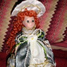 Muñecas Porcelana: MUÑECA DE PORCELANA, CERÁMICA DE COLECCIÓN CON SOPORTE, NUEVA EN SU CAJA CON ETIQUETA. Lote 26737868