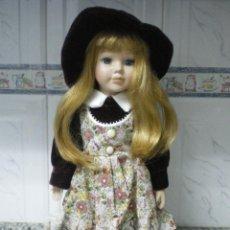 Muñecas Porcelana: MUÑECA DE PORCELANA VICTORIANA CON PEANA. Lote 40432799