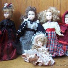 Muñecas Porcelana: 5 MUÑECAS DE PORCELANA CON TRAJES DE ÉPOCA. Lote 41272451