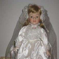 Muñecas Porcelana: MUÑECA DE PORCELANA DE LOS AÑOS 70 - CABEZA BRAZOS Y PIERNAS DE PORCELANA, EL CUERPO ES DE LIENZO R. Lote 41581714