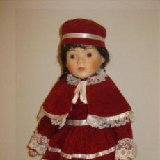 Muñecas Porcelana: MUÑECA DE PORCELANA DE LOS AÑOS 70 - CABEZA BRAZOS Y PIERNAS DE PORCELANA, EL CUERPO ES DE LIENZO R. Lote 41581923