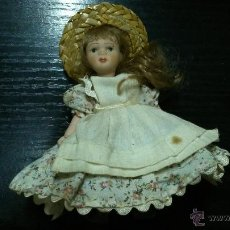 Muñecas Porcelana: MUÑECA DE PORCELANA CON SU TRAJE ORIGINAL.. Lote 41758500