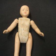 Muñecas Porcelana: ANTIGUA MUÑECA POSIBLEMENTE SEA DE PORCELANA O CERAMICA - MIDE APROXIMADAMENTE 21CM -. Lote 42407506