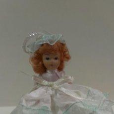 Muñecas Porcelana: PEQUEÑA MUÑECA ARTICULADA. Lote 43201040