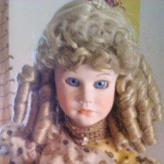 Muñecas Porcelana: EXTRAORDINARIA MUÑECA DE PORCELANA CON ENORMES OJOS DE CRISTAL COLOR AZUL.MARCA P M S.TODO ORIGINAL. Lote 43834800
