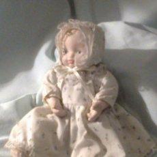 Muñecas Porcelana: PEQUEÑO BEBE DE PORCELANA ROSADA AÑOS 90. Lote 43929439