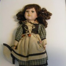 Muñecas Porcelana: PRECIOSA MUÑECA DE PORCELANA 41 CM, CON SOPORTE INCLUIDO.. Lote 45192586