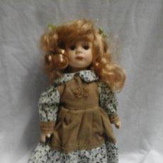 Muñecas Porcelana: BONITA MUÑECA DE PORCELANA TAMAÑO 21X12 CMS.. Lote 47894910