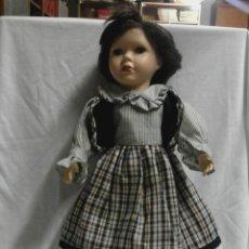 Muñecas Porcelana: BONITA MUÑECA DE PORCELANA TAMAÑO 40X20 CMS.. Lote 47894941