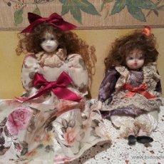 Muñecas Porcelana: LOTE DE 2 MUÑECAS SENTADAS DE PORCELANA AÑOS 70. Lote 48355635