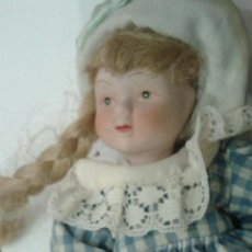 Muñecas Porcelana: MUÑECA DE PORCELANA CON TRAJE DE CUADROS. . Lote 48456356