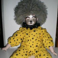 Muñecas Porcelana: MUÑECA PORCELANA GRANDE ROYAL GERMANY CARITA PINTADA DE GATO HA MANO 54 CM COMO NUEVA. Lote 48819284