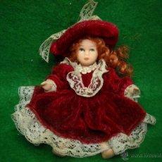 Muñecas Porcelana: MUÑECA DE PORCELANA PEQUEÑA 11 CM. VESTIDO TERCIOPELO. Lote 49233053