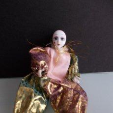 Muñecas Porcelana: PEQUEÑO PIERROT DE PORCELANA. Lote 49487879