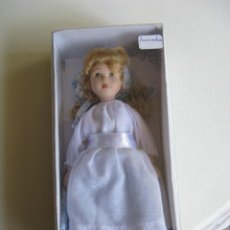Muñecas Porcelana: PRECIOSA MUÑECA DE PORCELANA.. Lote 49713259
