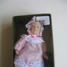 Muñecas Porcelana: PEQUEÑO MUÑECO BEBÉ DE PORCELANA. Lote 49713347