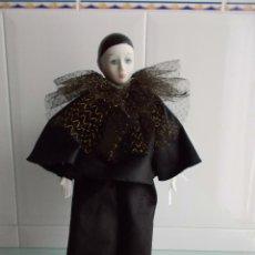 Muñecas Porcelana: GRAN PIERROT FEMENINO PORCELANA BISCUIT, PINTADA A MANO. Lote 49862345