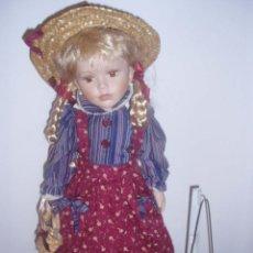 Muñecas Porcelana: MUÑECA DE COLECCIÓN PINTADA A MANO DE PORCELANA. Lote 51063317