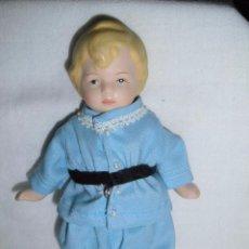 Muñecas Porcelana: BONITA MUÑEQUITO DE PORCELANA DE COLECCION. Lote 52390400