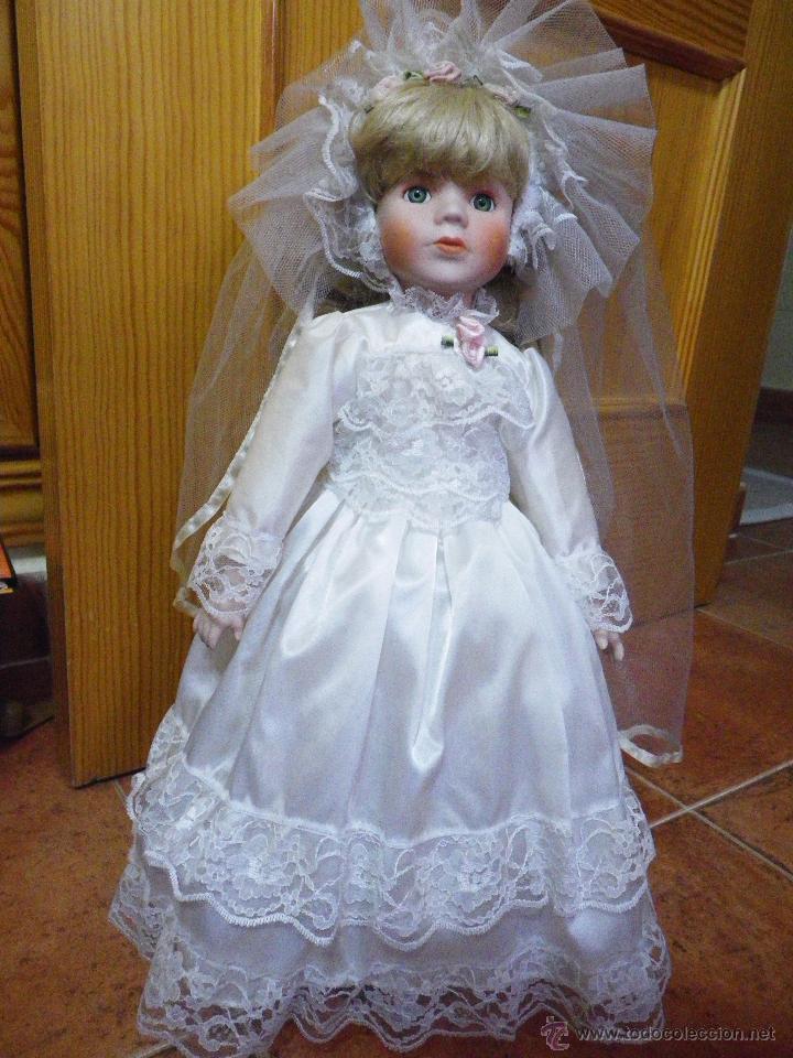 Muñeca De Porcelana Años 90 Vestido Blanco Boda Con Velo Enaguas Zapatos Calcetines Y Peana