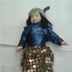Muñecas Porcelana: MUÑECA POPULAR DE PORCELANA CON VESTIDO ARABE LENTEJUELAS DE 20CM. Lote 44776410