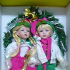 Muñecas Porcelana: CORONA PUERTA NAVIDAD-MUÑECA-MUÑECO NAVIDAD PORCELANA-NUEVO EN CAJA-GRANDE-SUPER BONITO-NIÑA-NIÑO-. Lote 52939398