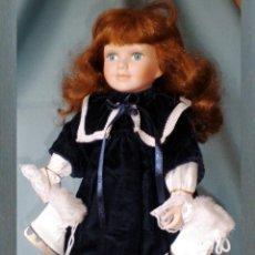 Muñecas Porcelana: BONITA MUÑECA DE PORCELANA, CON PATINES DE HIELO, VESTIDO DE TERCIOPELO, ENAGUA CON PATUCOS, 41 CM.. Lote 53099093
