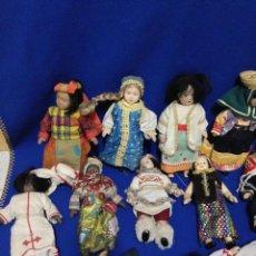 Muñecas Porcelana - LOTE DE 25 MUÑECAS DE PORCELANA CON VESTIMENTAS DE PAISES DEL MUNDO. - 54063888