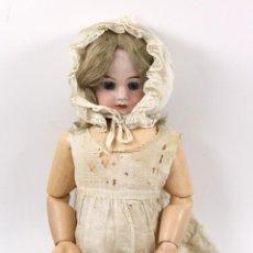 Muñecas Porcelana: MUÑECA CON CABEZA DE PORCELANA, EN BUEN ESTADO. MARCA EN LA NUCA. 56CM ALTURA TOTAL. Lote 54189913