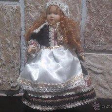 Muñecas Porcelana: ANTIGUA MUÑECA COMPLETAMENTE DE PORCELANA, 25 CENTIMETROS DE ALTURA.. Lote 54310281
